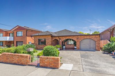 Large Family Home in Super Convenient Location - Make us an offer!