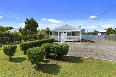 RENOVATED COTTAGE IN DRESS CIRCLE LOCATION