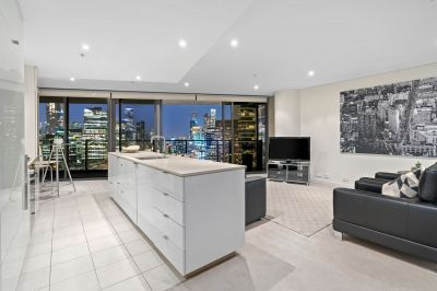 Expansive Tower 5 living with unforgettable views