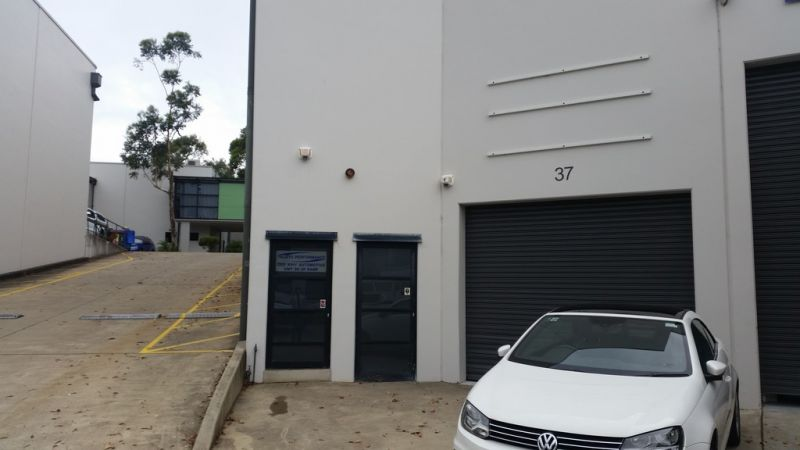 Modern High Clarence Warehouse With 40ft Truck Access!
