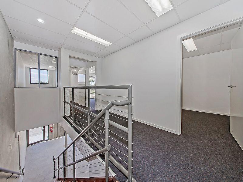 115m2* NEAR NEW TINGALPA OFFICE / WAREHOUSE / YARD