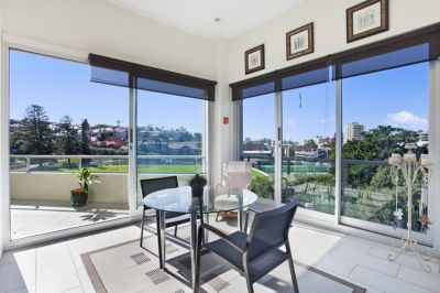 Stunning Sun-Kissed Penthouse In Minutes Walk Of Ferries And Beaches