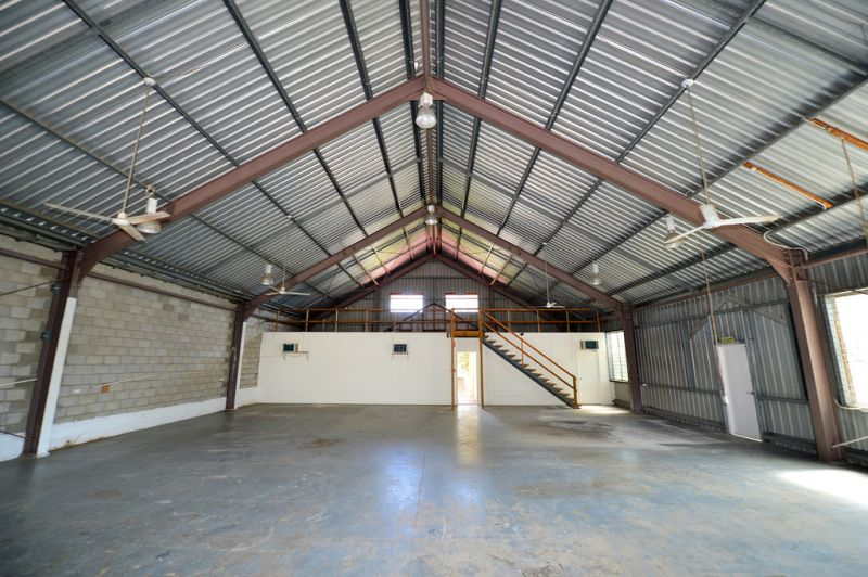 Industrial Unit With High Clearance