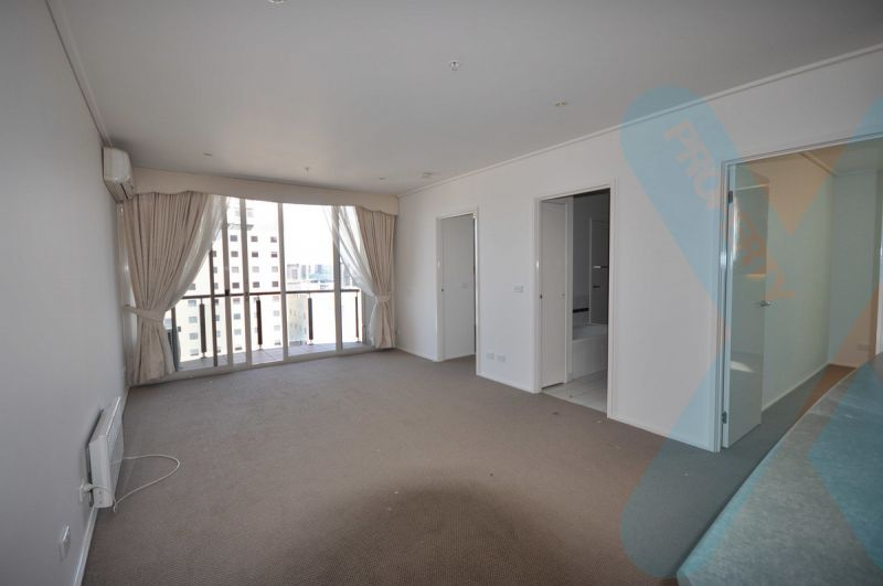Great Sized Two Bedroom With Spectacular Views and Carpark!