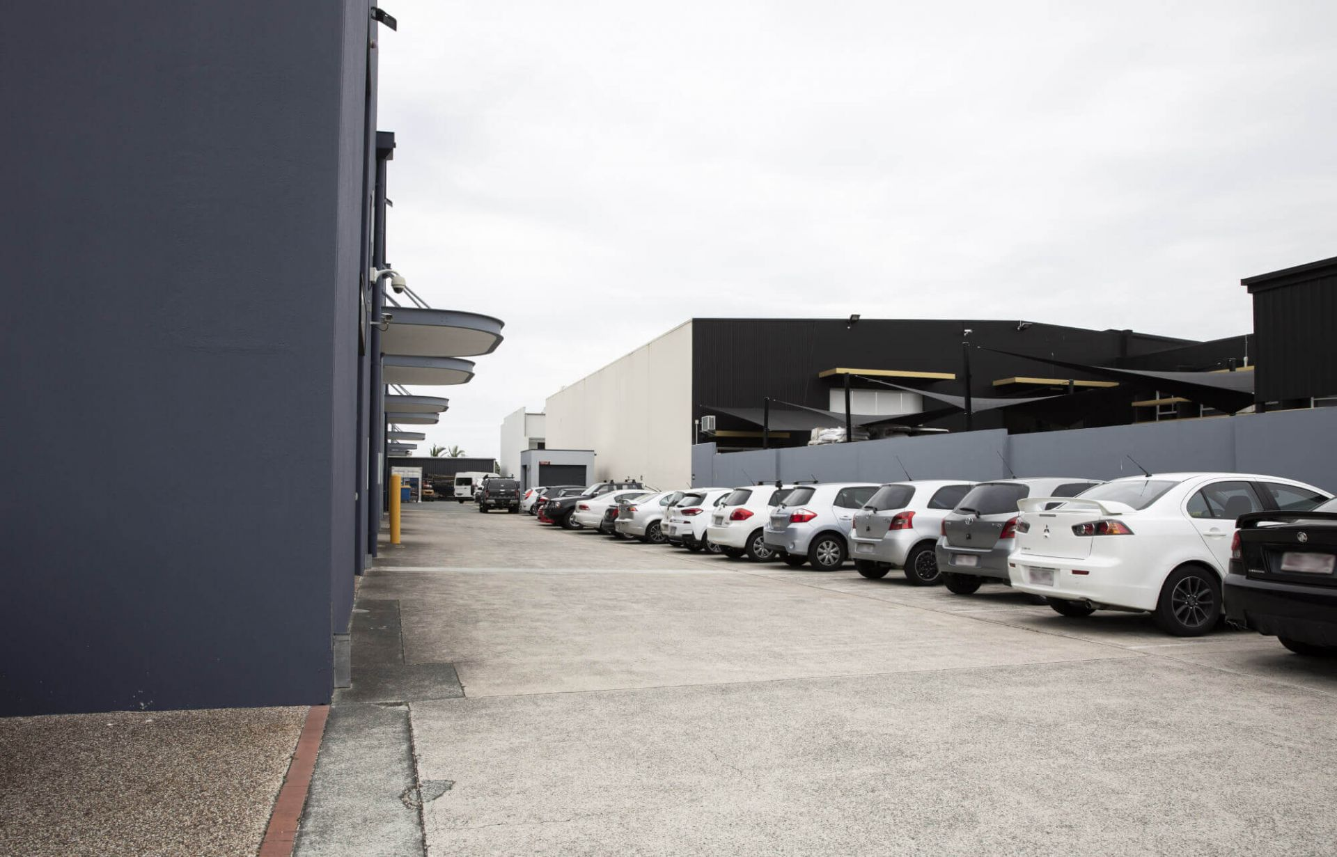Perfectly located premium 2032m2 combined warehouse/office space – Right next to the M1