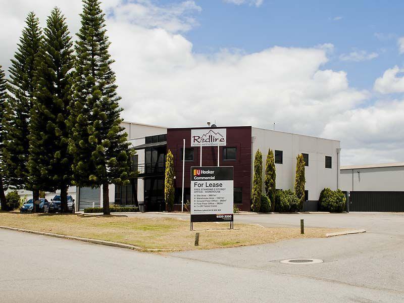 GENEROUS INCENTIVES - FREESTANDING 2 STOREY OFFICE/WAREHOUSE!