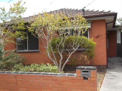 Charming spacious home, Yarraville Village Location