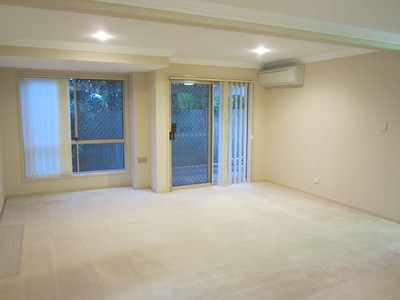 Spacious duplex, 200m from the Broadwater on a quiet street