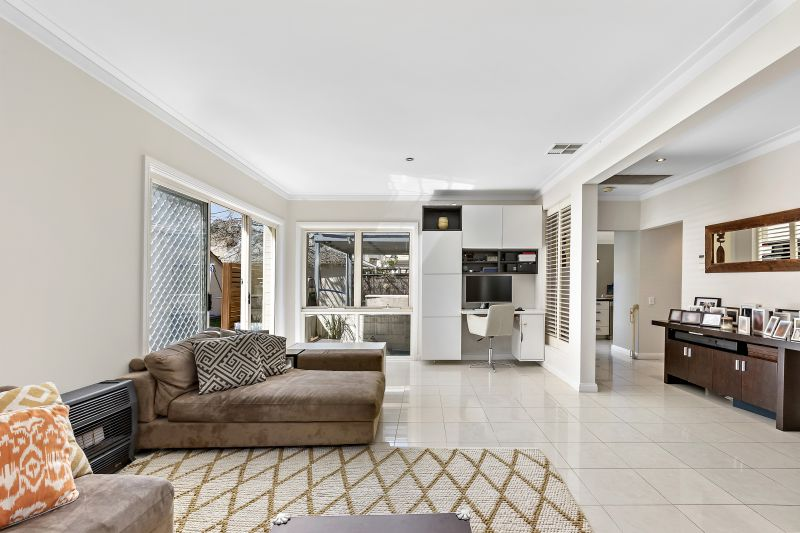 Contemporary Entertainer in Coveted  Locale