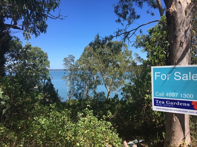 Backing onto Port Stephens Shoreline