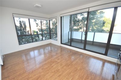 Light-filled Two Bedroom Apartment Close to City!