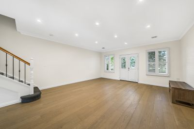 3 Level Townhouse minutes to Church St