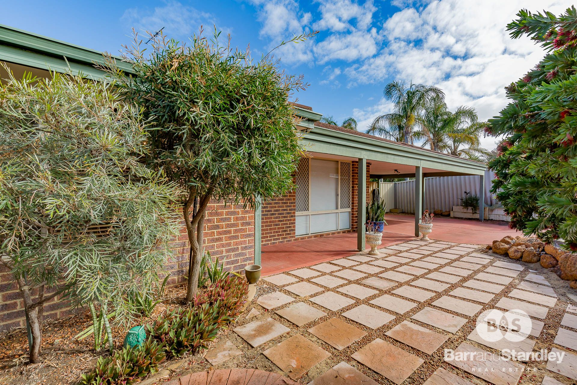 10 Pritchard Cross, Usher