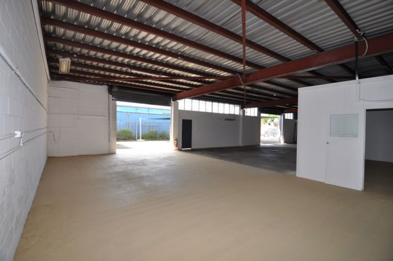 Completely refurbished Hyde Park office & warehouse
