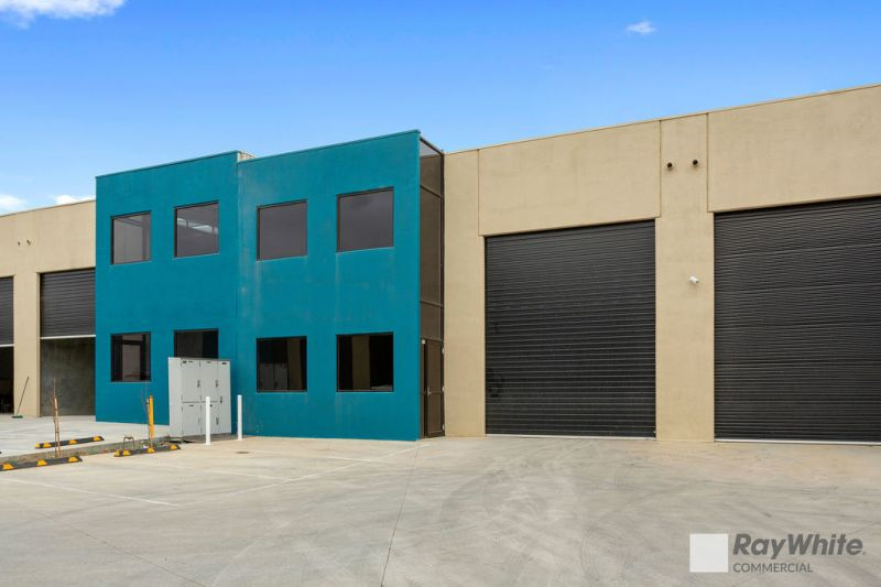 AS-NEW WAREHOUSE WITH EXCELLENT ACCESS AND CLEARANCE