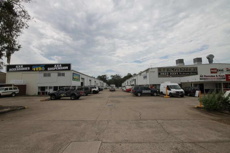 PRICE REDUCTION - 734m2 INDUSTRIAL WAREHOUSE/WORKSHOP
