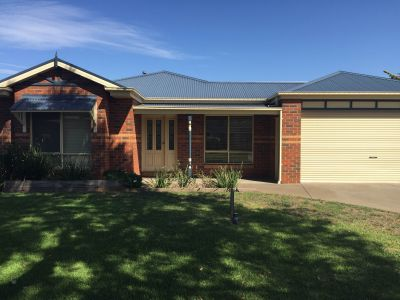 4 Bedroom Family Home In a Great Werribee South Location!