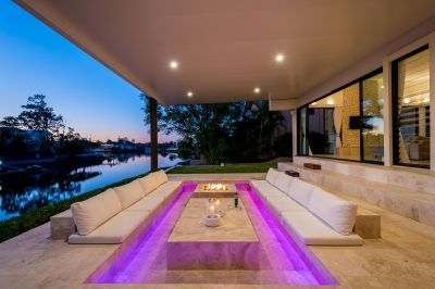 STYLISH AND SOPHISTICATED WATERFRONT