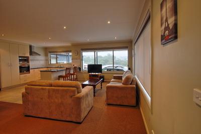 Modern immaculate 2 bedroom Villa