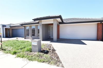 Brand New Four Bedroom Family Home in A Fantastic Point Cook Location!