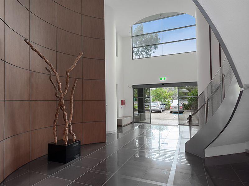 'A' GRADE OFFICE - FULL LENGTH REAR WINDOWS
