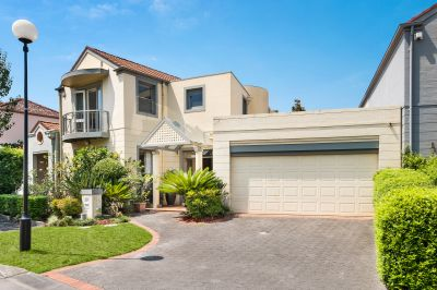 Private And Spacious Home Within Raleigh Park Complex