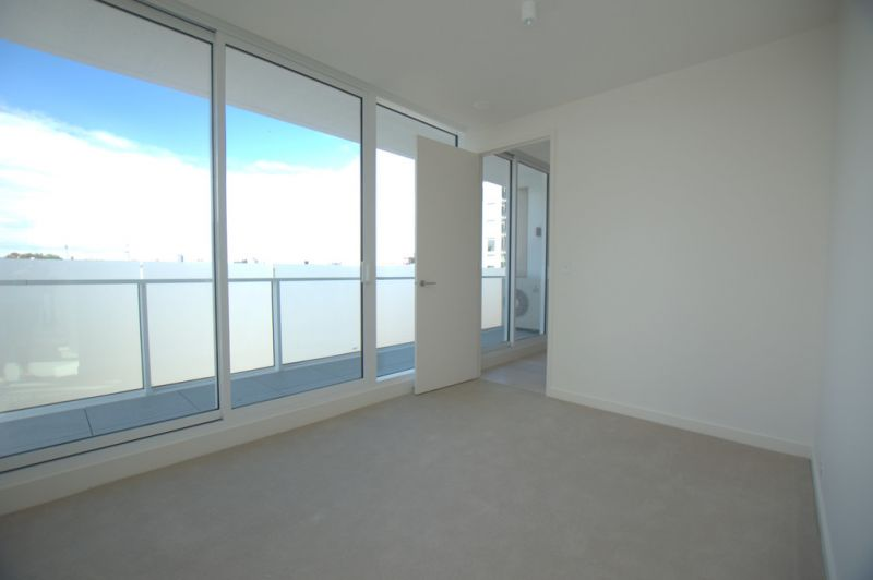 Near New Two Bedroom Apartment in Right in the Heart of South Yarra!
