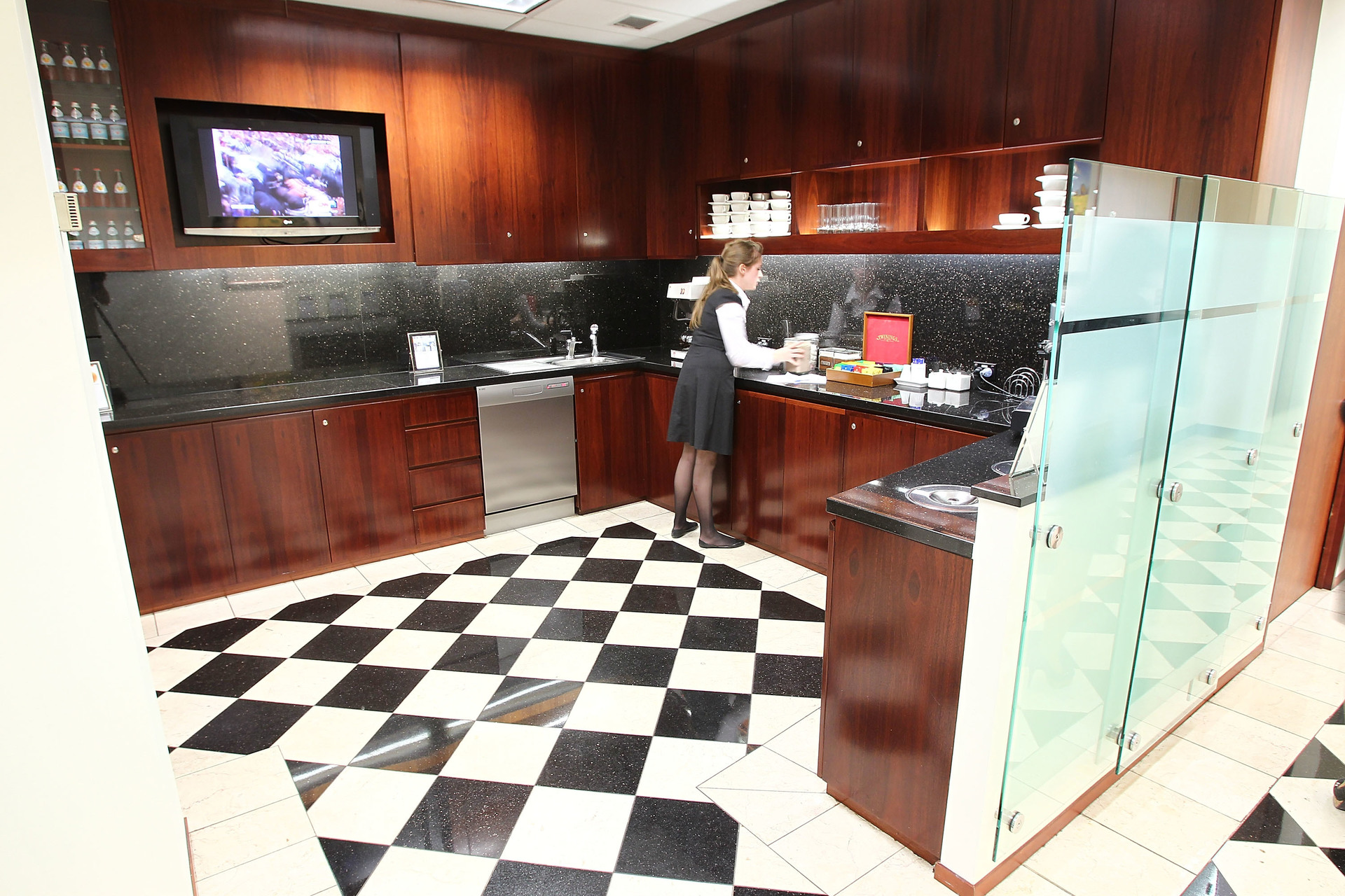 AMAZING LIFESTYLE OFFICE FOR YOUR BUSINESS NEED AVAIALBLE