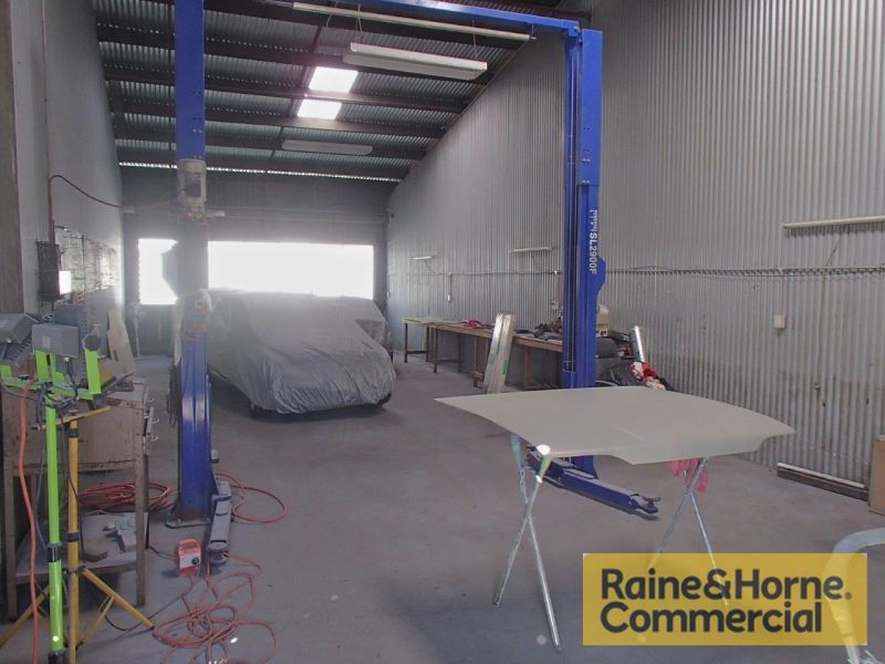 Tidy and Affordable Clear Span Warehouse