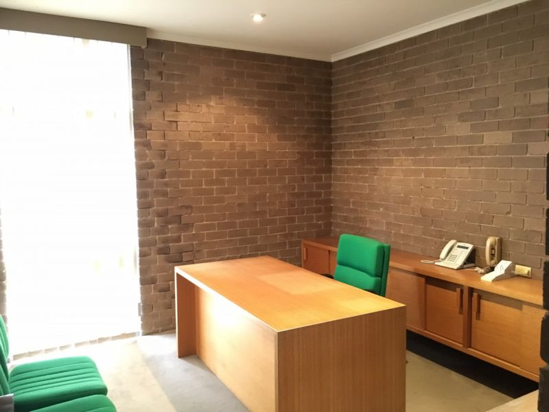 FREE-STANDING OFFICE/WAREHOUSE WITH AMPLE ON-SITE PARKING