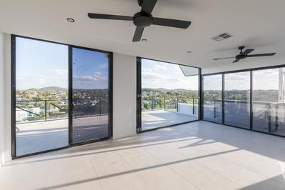 Stunning Penthouse - Views Forever & Ever