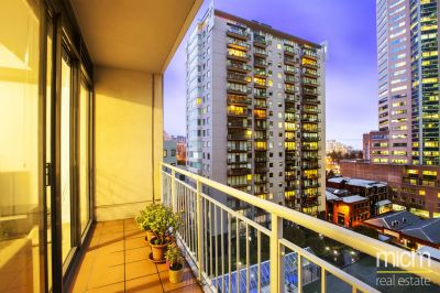 City Gate: Spacious Three Bedroom Apartment in the Heart of Melbourne!
