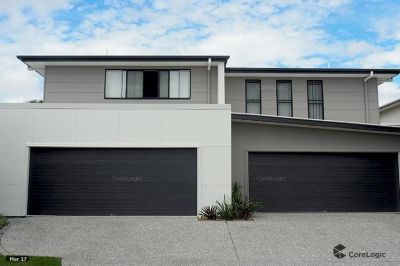 Spacious 4 bedroom townhouse moments to the Broadwater