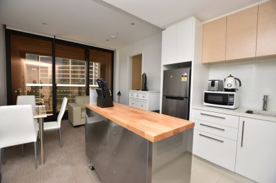 Prima Pearl: Fully Furnished in the Heart of Southbank!