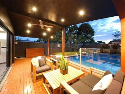 Immaculately Presented House with Large Pool