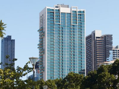 Australis: Modern One Bedroom Apartment in the CBD!