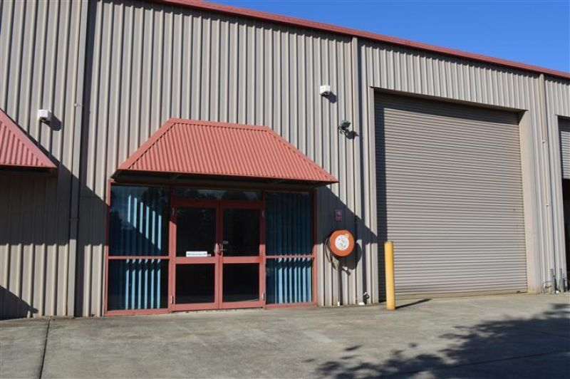 REFURBISHED OFFICES WITH WAREHOUSE