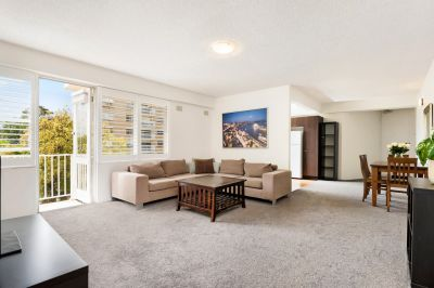 Spacious & Well-Maintained Apartment in a Prime Harbourside Location