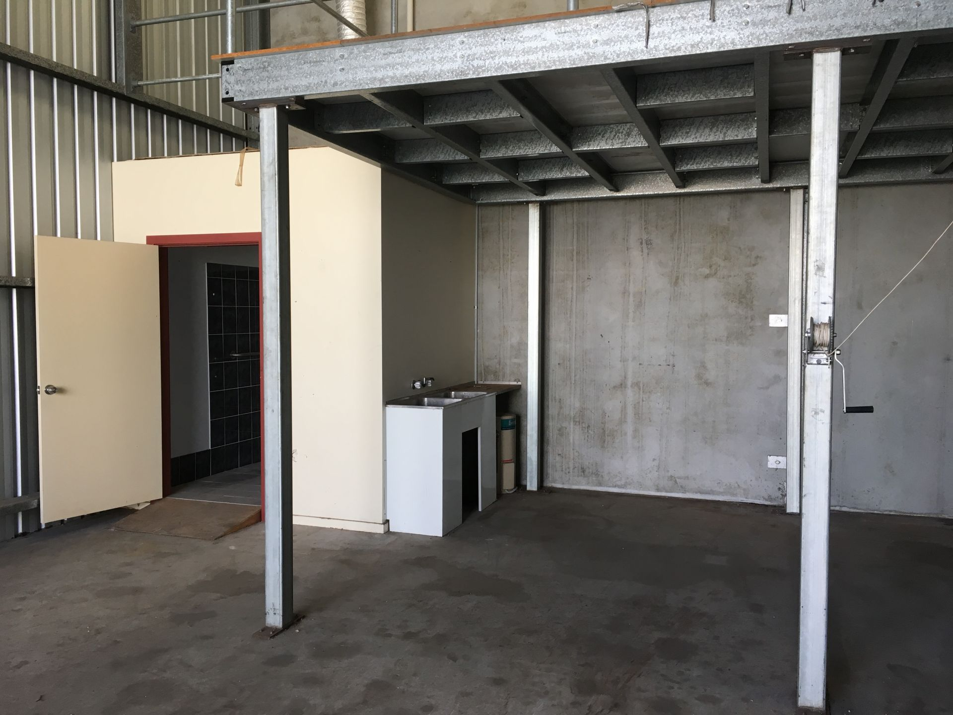 AFFORDABLE INDUSTRIAL UNIT IN BUSY ESTATE