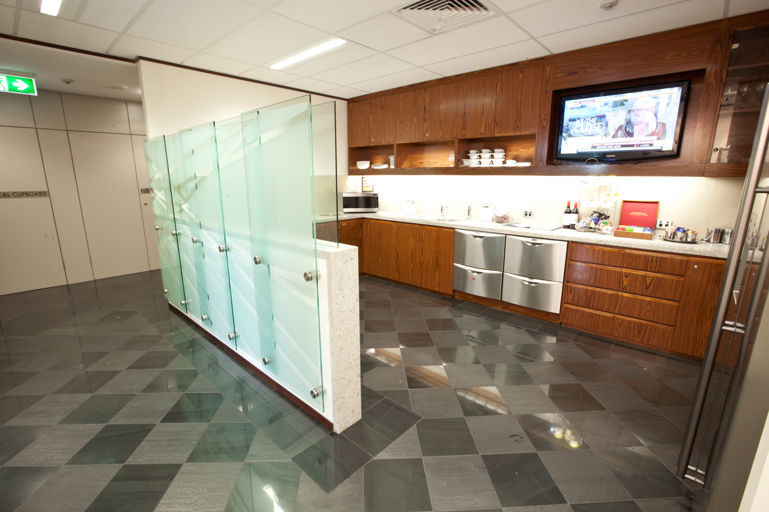 OFFICES AVAILABLE FOR 2-PERSON LOCATED IN BAULKHAM HILLS