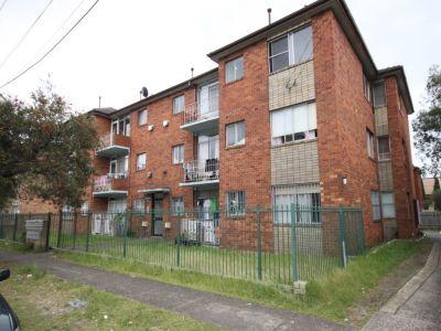 Middlle Floor 2 Bedroom Apartment
