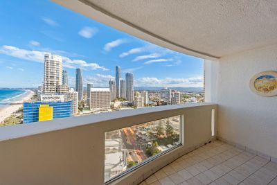 Sweeping Surfers Paradise Ocean views with room to move