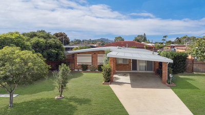 IMMACULATE LARGE FAMILY HOME.