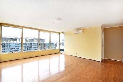 City Condos: Gorgeous Three Bedroom Apartment in a First Class Location!