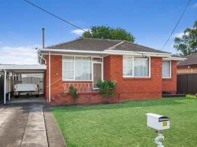 Family Friendly Gem in Well-Positioned Locale