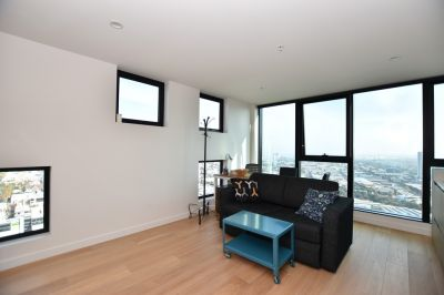 Furnished One Bedroom with Amazing Views from the 32nd Floor!