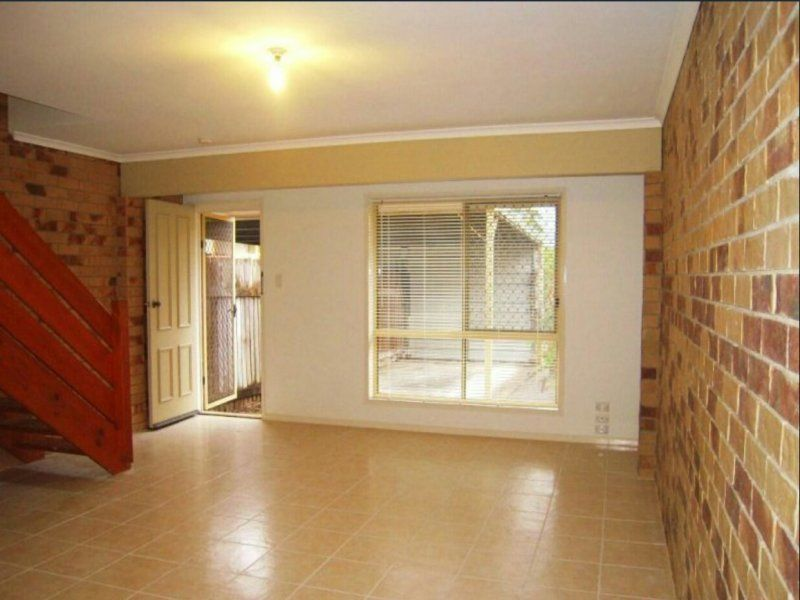 Immaculate Townhouse in Perfect Location!