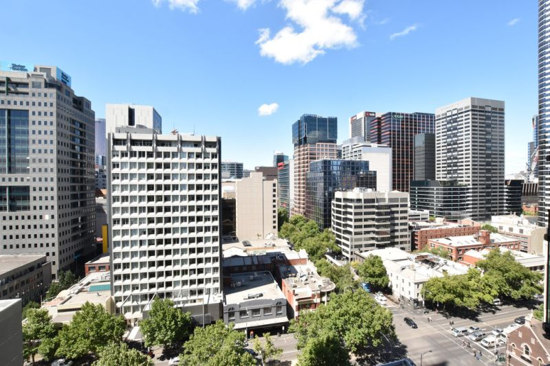 Melbourne One: Gorgeous Two Bedroom Apartment in the Heart of Melbourne!