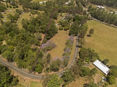 PERFECT ACREAGE FOR HORSES - 2 HOMES ON 3.25HA
