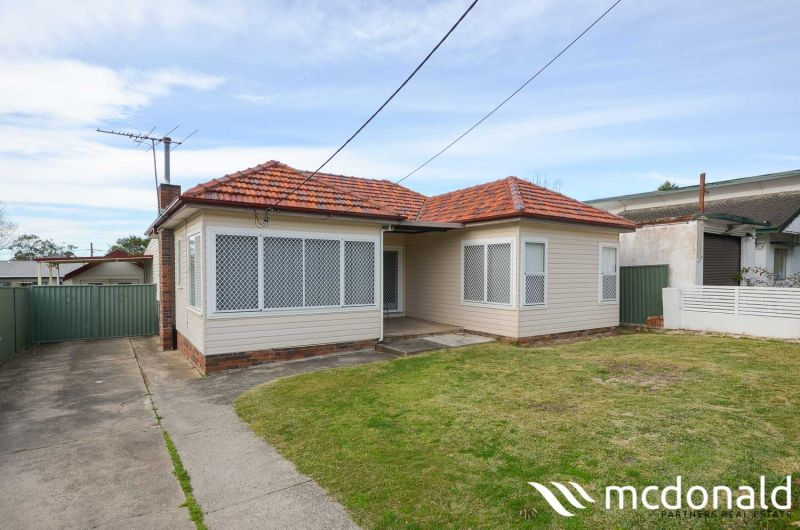 Large 4 Bedroom Home & Expansive Living Areas in Ideal Location - Pet Friendly